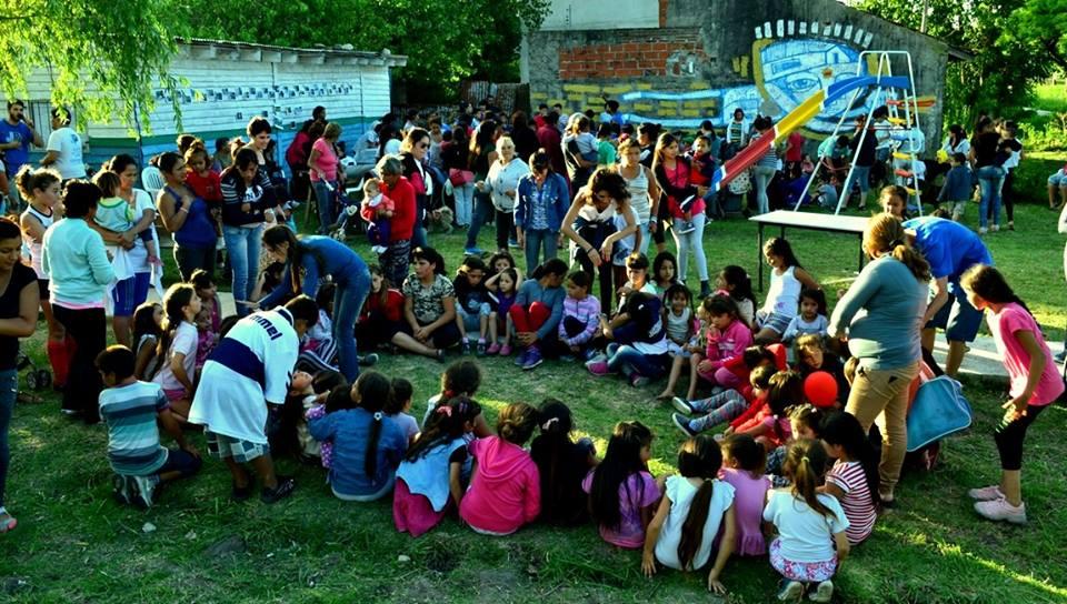 navidad en la plaza heroe colectivo - foto jpba la campora