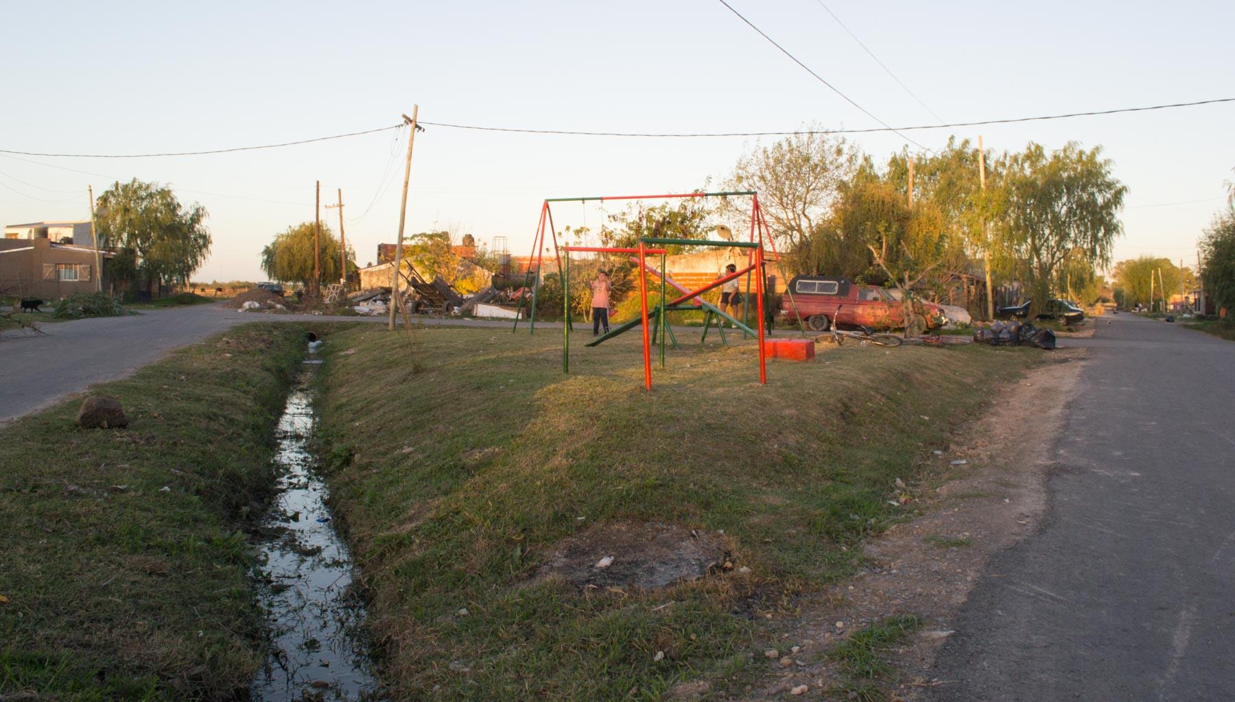 El agua en 3 de cada 4 casas del barrio Savoia, en City Bell, está contaminada. (Foto Alejandro Palladino)