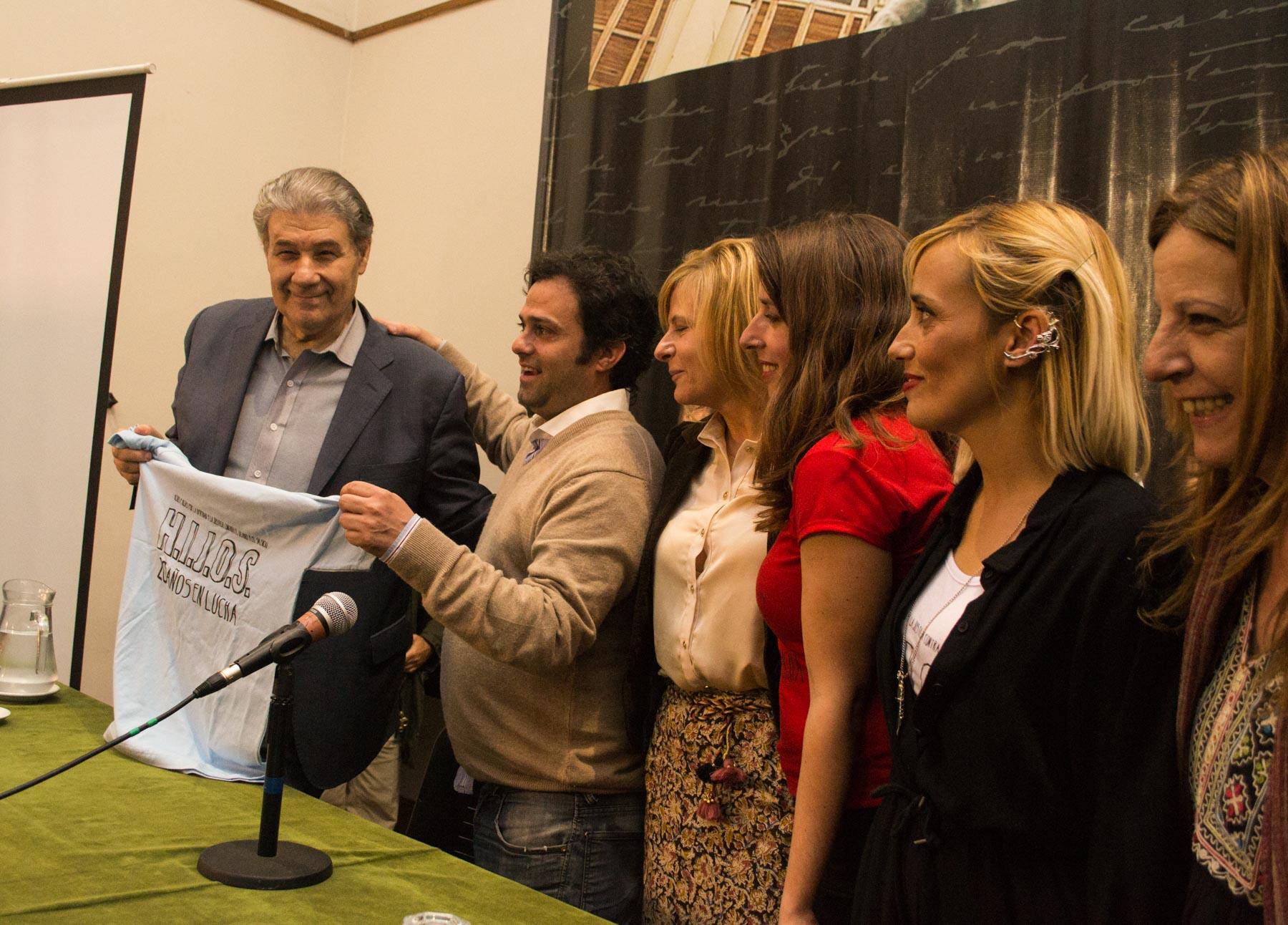 Víctor Hugo Morales presentó su libro junto a Florencia Saintout (Foto: Alejandro Pellegrino)