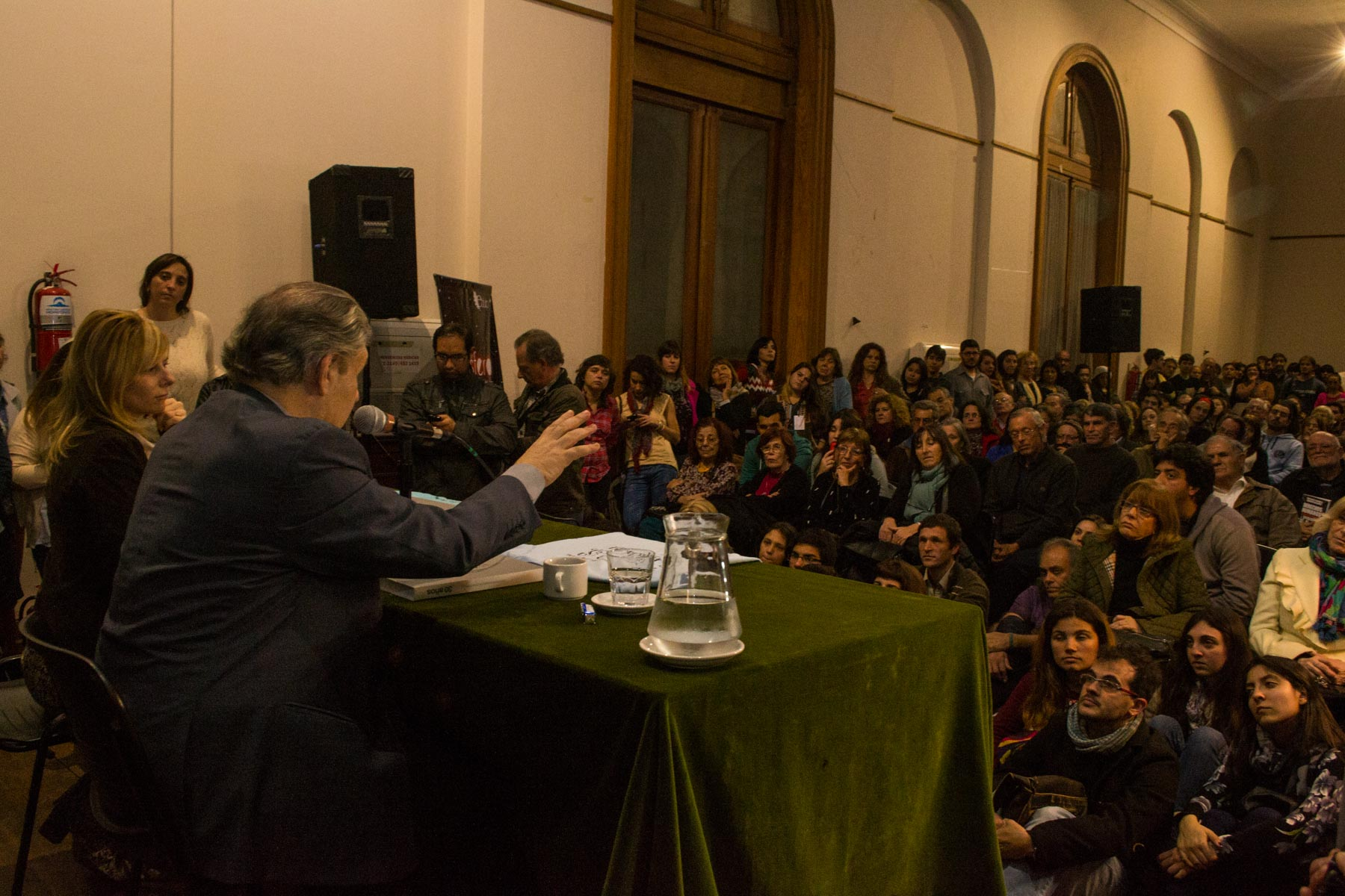 Víctor Hugo Morales presentó su libro junto a Florencia Saintout (Foto: Alejandro Pelladino)