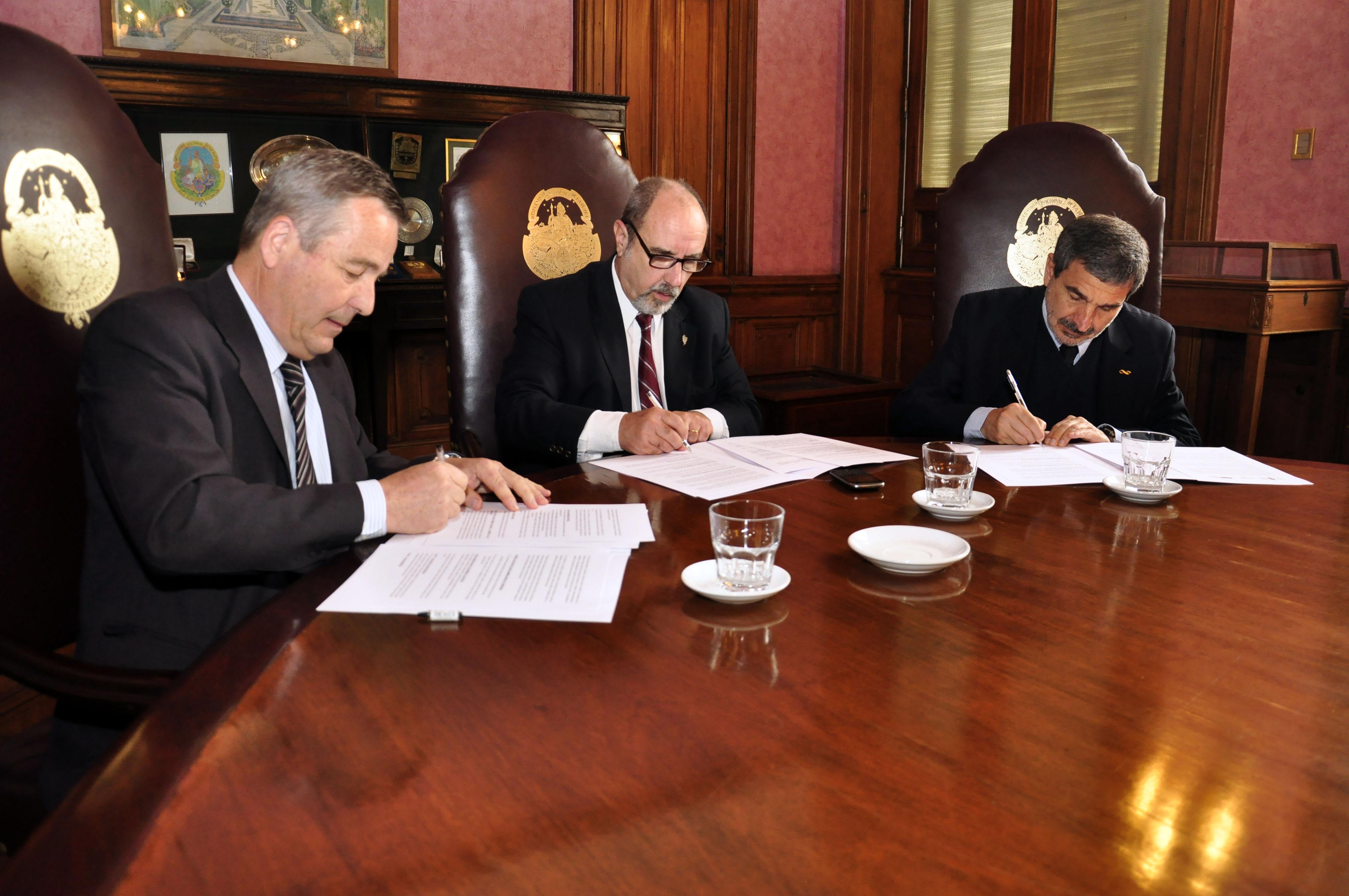 Las autoridades de la UNLP, Conicet y CIC firmaron el acuerdo en el Rectorado.