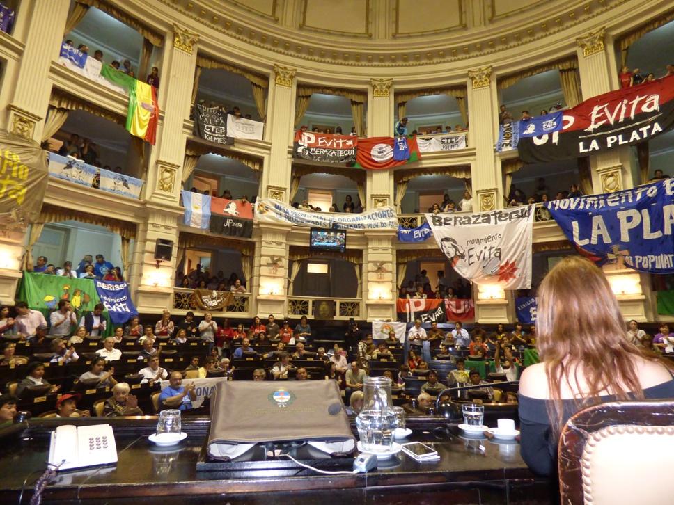 Organizaciones de productores, sociales, indígenas y cooperativas, en el recinto de la Cámara de Diputados.