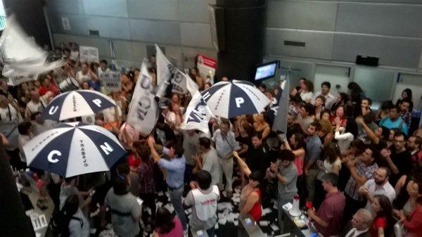 Protestas por los despidos masivos en Trabajo.