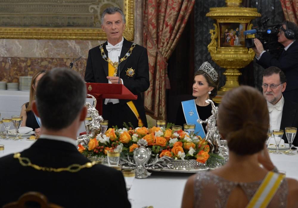 Los reyes Felipe VI y Letizia dieron la bienvenida a Macri