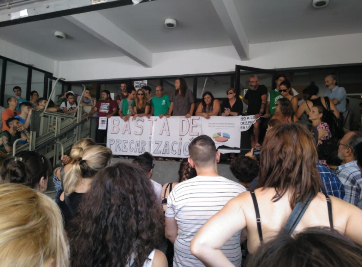 El Gobierno bonaerense despidió a 200 trabajadores vía e-mail